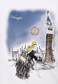 Patrizia Pepe - MAGLIA - T-shirts med print - bianco/venezia - 5