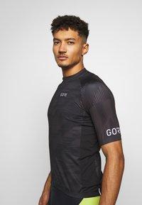 Gore Wear - GORE® C3 DESIGN TRIKOT - T-Shirt print - black - 3