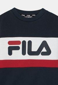 Fila - CARL BLOCKED CREW UNISEX - Sudadera - black iris/true red/bright white - 2