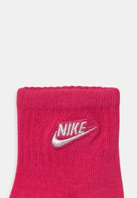 Nike Sportswear - CORE FUTURA GRIPPER 6 PACK UNISEX - Socks - rush pink - 2