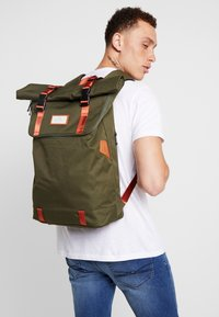 Doughnut - CHRISTOPHER - Rucksack - army with rust straps - 1