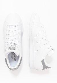 adidas Originals - STAN SMITH - Trainers - footwear white/grey three - 1