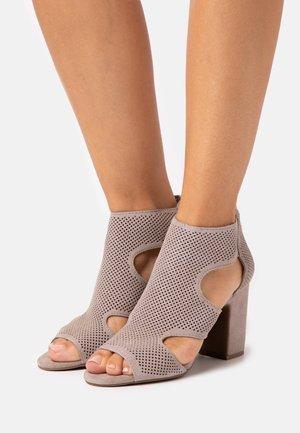 HELLI - High heeled sandals - warm grey