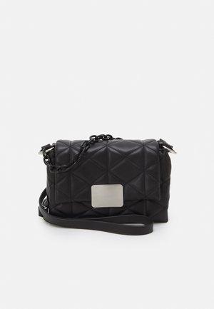 CROSSBODY BAG S - Bandolera - black