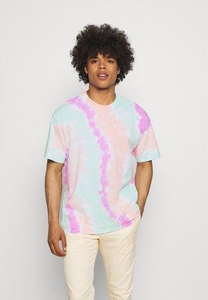 TEE WILD TIE DYE - T-shirt con stampa - white/grey/light dew