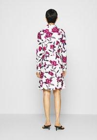 Fabienne Chapot - HAYLEY DRESS - Blousejurk - cream white/parrot - 2