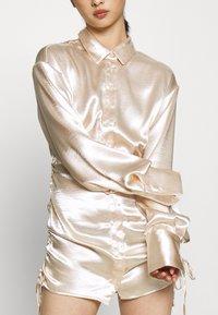 Gina Tricot Petite - SIDNEY SHIRT DRESS - Cocktailjurk - sandshell - 6