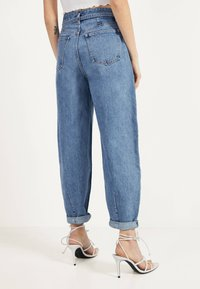 Bershka - Jeansy Relaxed Fit - blue denim - 2