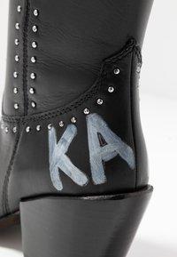 KARL LAGERFELD - KAVALIER STUD LEG - Kovbojské/motorkářské boty - black/silver - 2