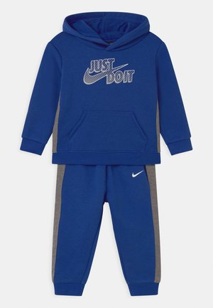 SET - Tracksuit - game royal