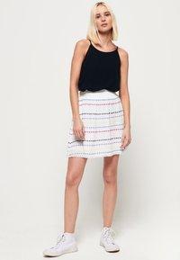 Superdry - GESMOKTER  - A-line skirt - white geo - 1