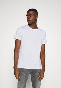 Burton Menswear London - SHORT SLEEVE CREW 10 PACK - T-shirt basic - black/white/indigo - 4