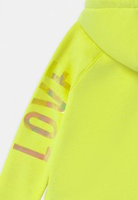 Vingino - NATASJA BASIC HOODIE - Hoodie - neon lime - 2