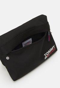Tommy Jeans - CAMPUS BUMBAG UNISEX - Bæltetasker - black - 1