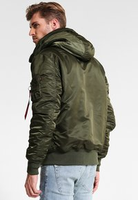 Alpha Industries - HOODED STANDART FIT - Light jacket - dark green - 2