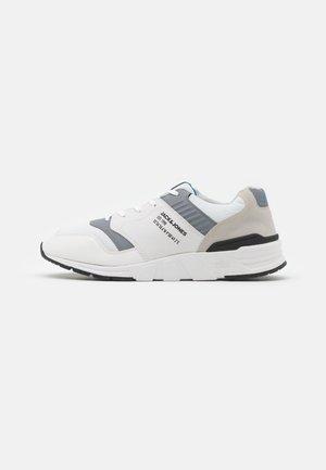 JFWATTAK - Sneakersy niskie - white