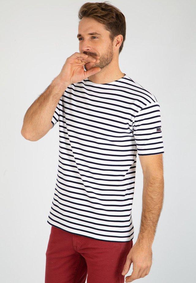 DOËLAN - MARINIÈRE - T-SHIRT - T-shirt imprimé - blanc navire