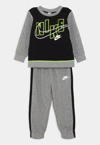 Nike Sportswear - COLOR BLOCK CREW SET - Tracksuit - carbon heather - 0
