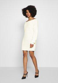 Missguided Petite - OFF THE SHOLDER DRESS - Pletené šaty - winter white - 1