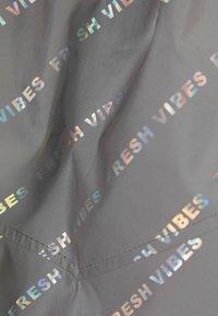 Bershka - REFLEKTIERENDE CROPPED-JACKE 01242644 - Summer jacket - light grey - 5