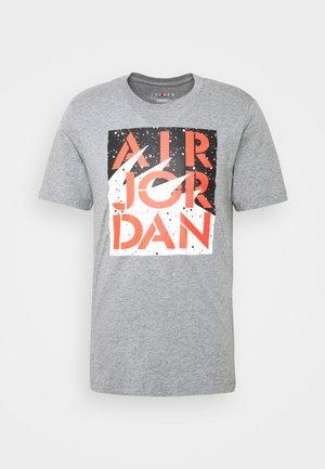 STENCIL CREW - T-shirt z nadrukiem - motteled grey