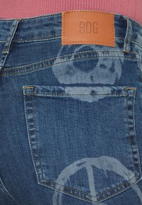 BDG Urban Outfitters - NOVELTY - Flared Jeans - mid vintage - 4