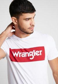 Wrangler - Printtipaita - white - 3