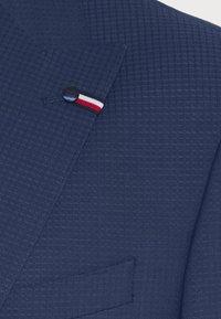 Tommy Hilfiger Tailored - FLEX SLIM FIT SUIT - Puku - blue - 10