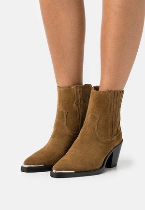 SHOES - Cowboy/biker ankle boot - camel