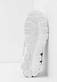 ASICS - GEL-QUANTUM 90 2 - Juoksukenkä/neutraalit - white/piedmont grey - 4