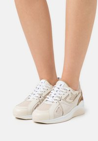 Fabienne Chapot - RISING STAR  - Sneakersy niskie - cream/white - 0