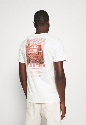 JORMETRO TEE CREW NECK - T-shirt med print - cloud dancer