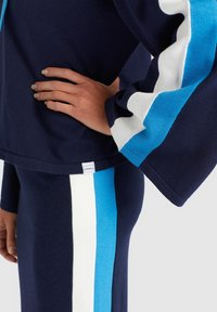 khujo - ZENGINA - Bluza z kapturem - blue/white - 6
