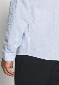 Lindbergh - MANDARIN COLLAR SHIRT  - Shirt - light blue - 5