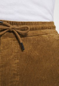 Only & Sons - ONSLINUS LIFE CROPPED - Trousers - kangaroo - 5