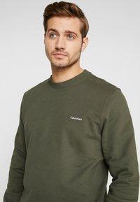 Calvin Klein - LOGO EMBROIDERY - Sweatshirt - green - 4