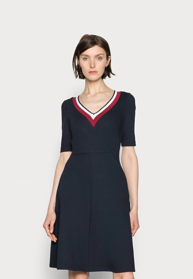 PUNTO KNEE DRESS - Sukienka letnia - blue