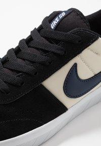 Nike SB - TEAM CLASSIC - Skateschoenen - black/midnight navy/fossil/white - 5