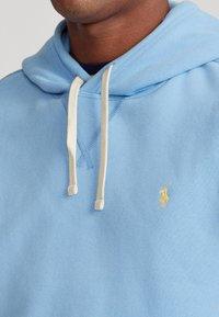 Polo Ralph Lauren - THE CABIN FLEECE - Bluza z kapturem - blue lagoon - 4