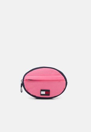 CORE ROUND BUMBAG - Taška spříčným popruhem - exotic pink