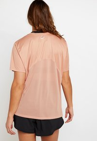 Nike Performance - DRY MILER PLUS - T-shirt print - rose gold/silver - 2