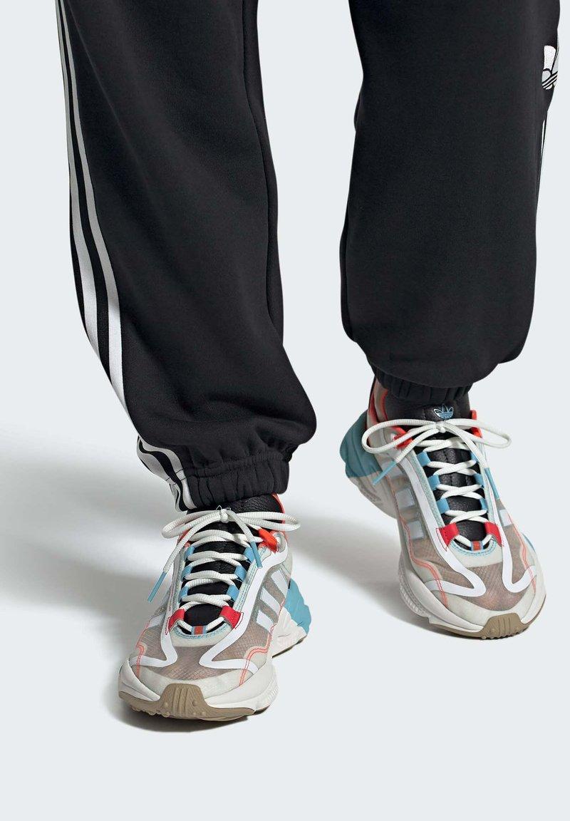 adidas Originals - OZWEEGO  - Trainers - white