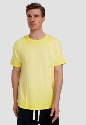 ORKUN - Basic T-shirt - illuminatting yellow