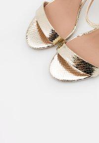 New Look - URBAN METALLIC  - Sandaler med høye hæler - gold - 5