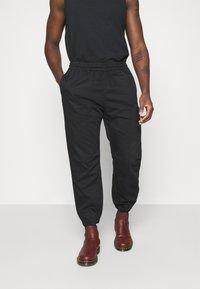 Levi's® - MARINE JOGGER - Pantaloni sportivi - blacks - 0