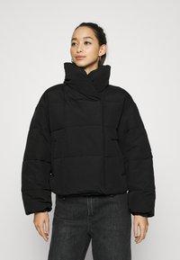 Pieces - PCSAZEL SHORT PUFFER JACKET - Zimní bunda - black - 0