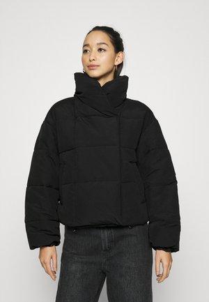 PCSAZEL SHORT PUFFER JACKET - Winter jacket - black