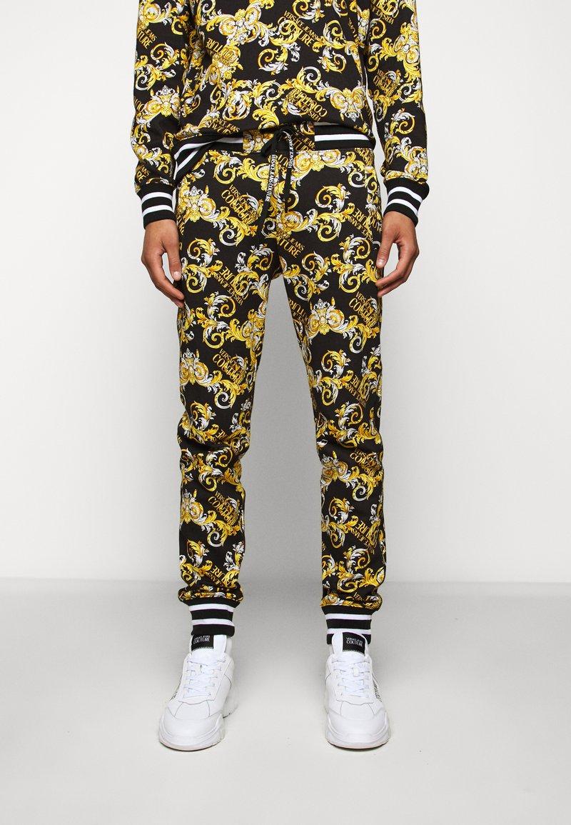 Versace Jeans Couture - FLEECE NEW LOGO - Teplákové kalhoty - nero