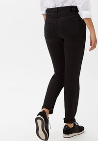 BRAX - STYLE SHAKIRA - Jeans Skinny - clean black - 2