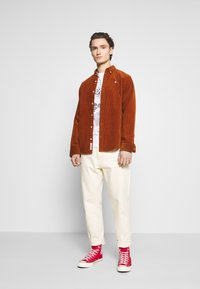 Jack & Jones - JORFASTER TEE CREW NECK - T-shirt imprimé - white - 1